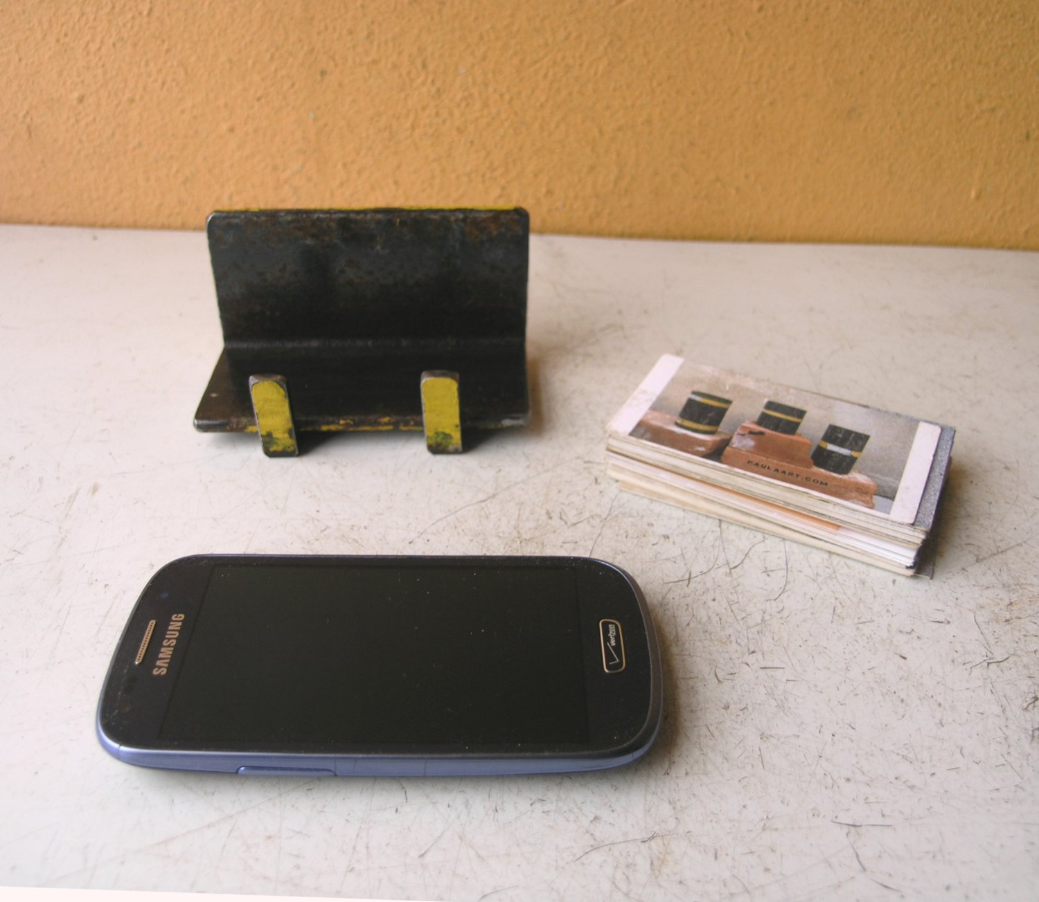 Black & yellow business card holder/phone stand - PaulaArt