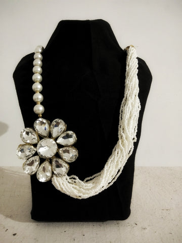 Beautiful White Perls Necklace with Diamond Stone