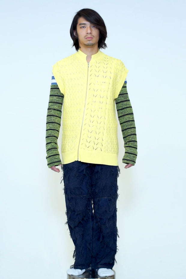 STAND COLLOR SLIMCUT KNITTED VEST