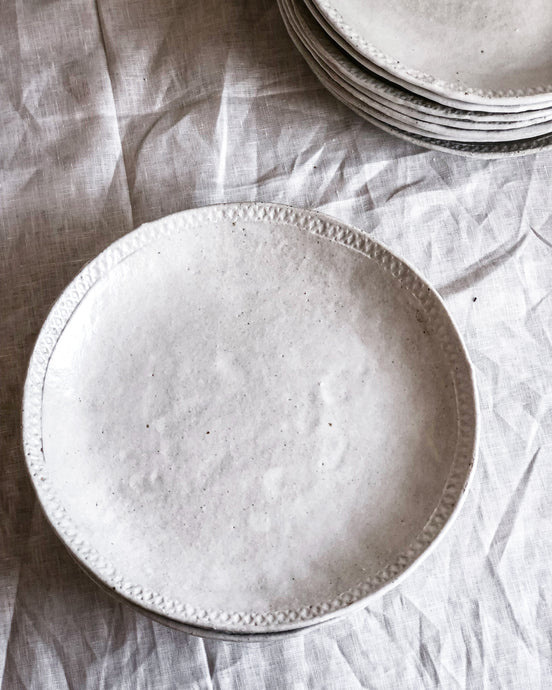 Set of 4 Textured Rim Plates