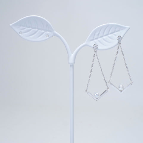 V Swing Earrings [Secretary Kim]