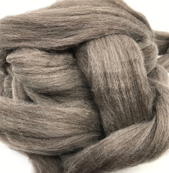 New Zealand 22 Micron Merino Sliver - Medium Natural (4 oz)