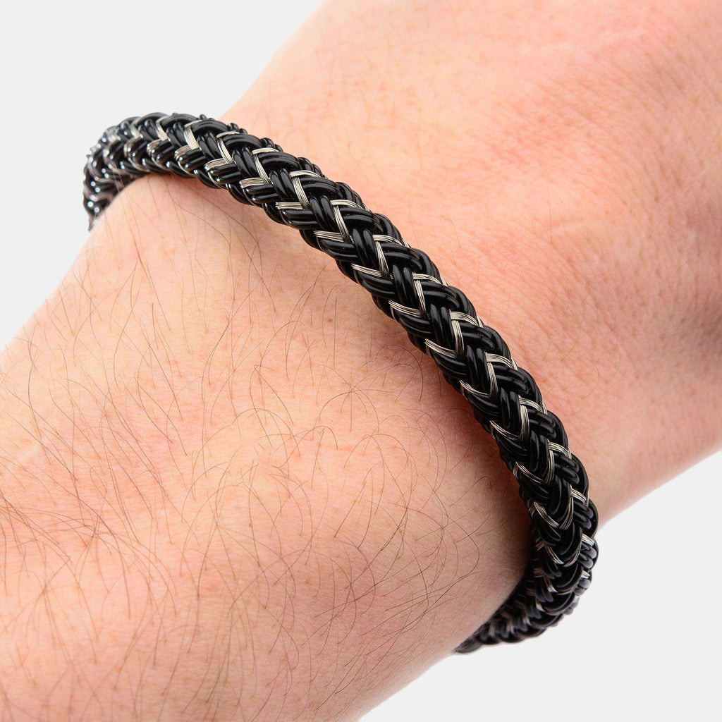 Lucky Inox Black Ion Plated Cable Bracelet With Black Horseshoe