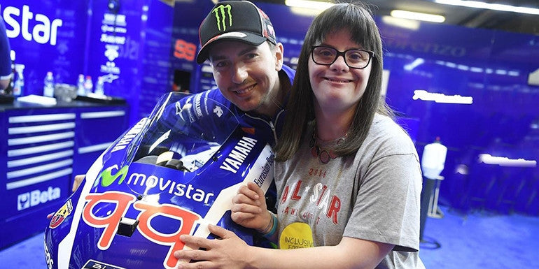 Lorenzo will wear sunglasses and '99' designed by Anna Vives