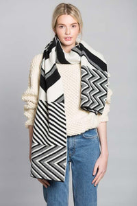 CHEVRON BLANKET SCARF BLACK WHITE - GREEN THOMAS