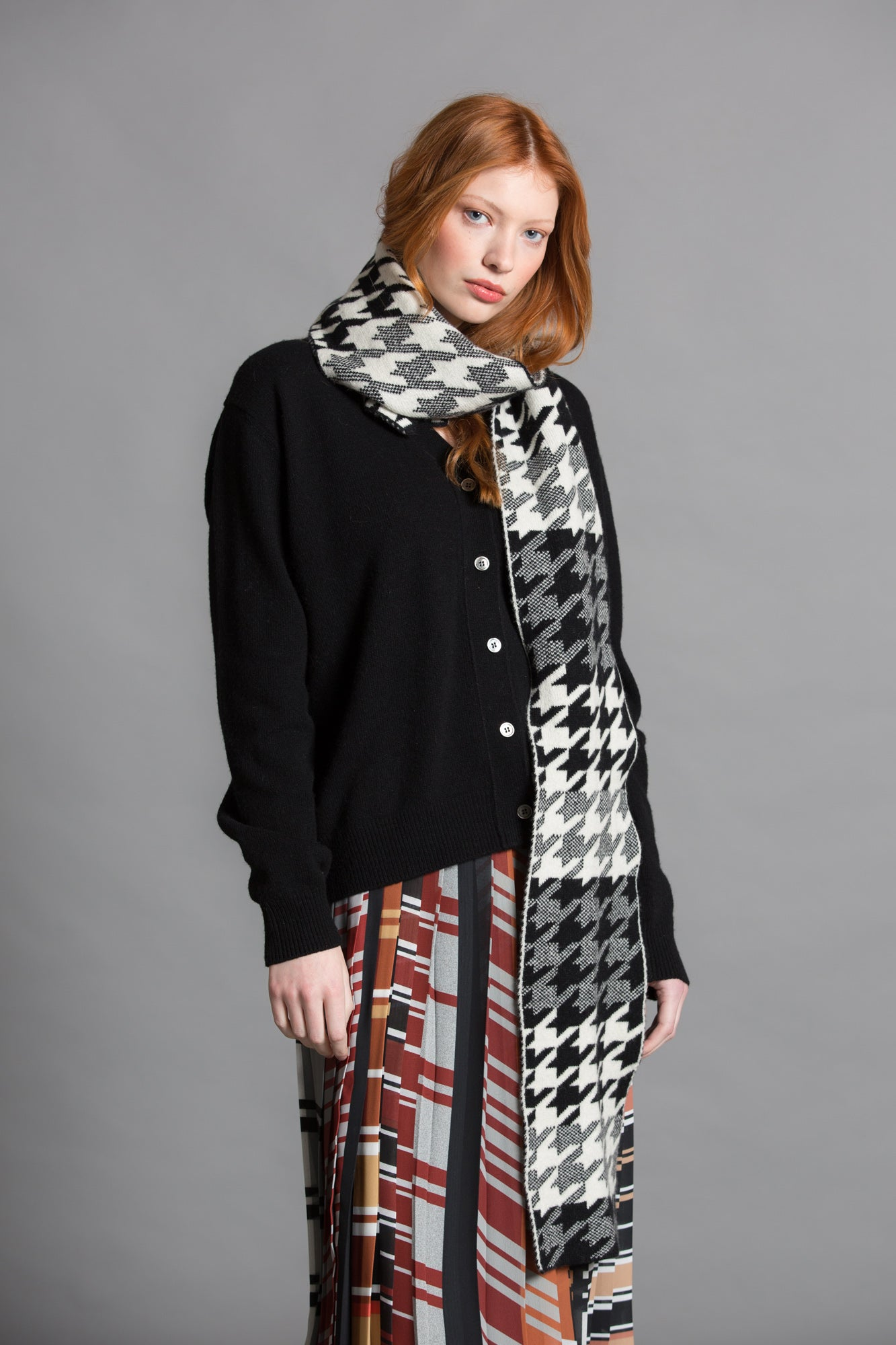 HOUNDSTOOTH SCARF BLACK WHITE - GREEN THOMAS