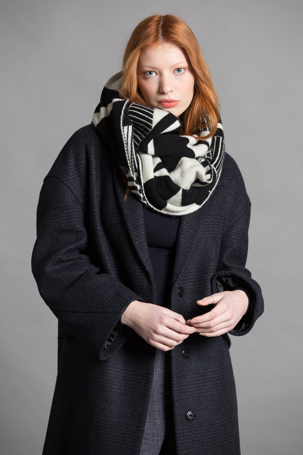 SEMAPHORE BLANKET SCARF BLACK WHITE - GREEN THOMAS