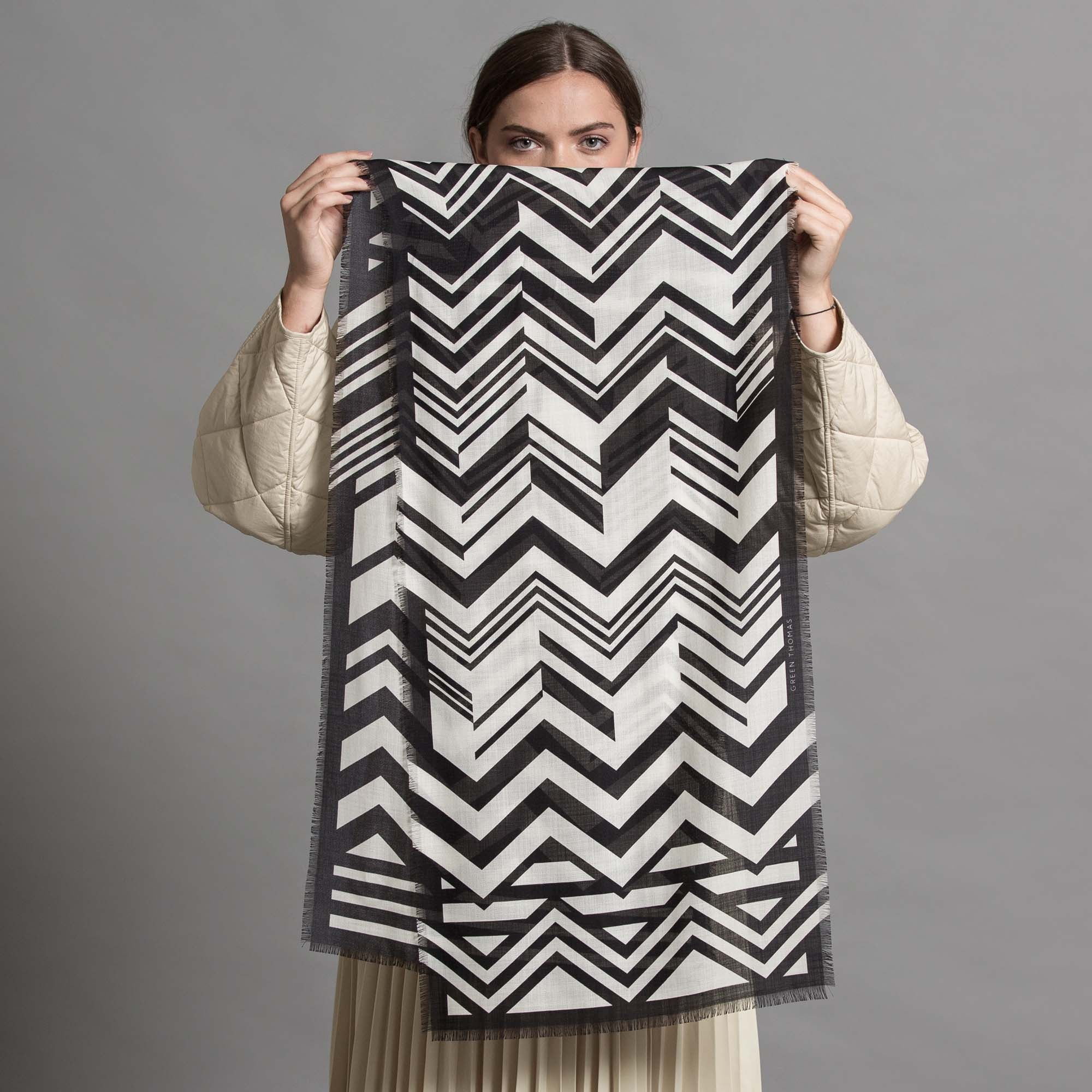 ZIG A ZAG WOOL SILK LONG SCARF BLACK WHITE - GREEN THOMAS