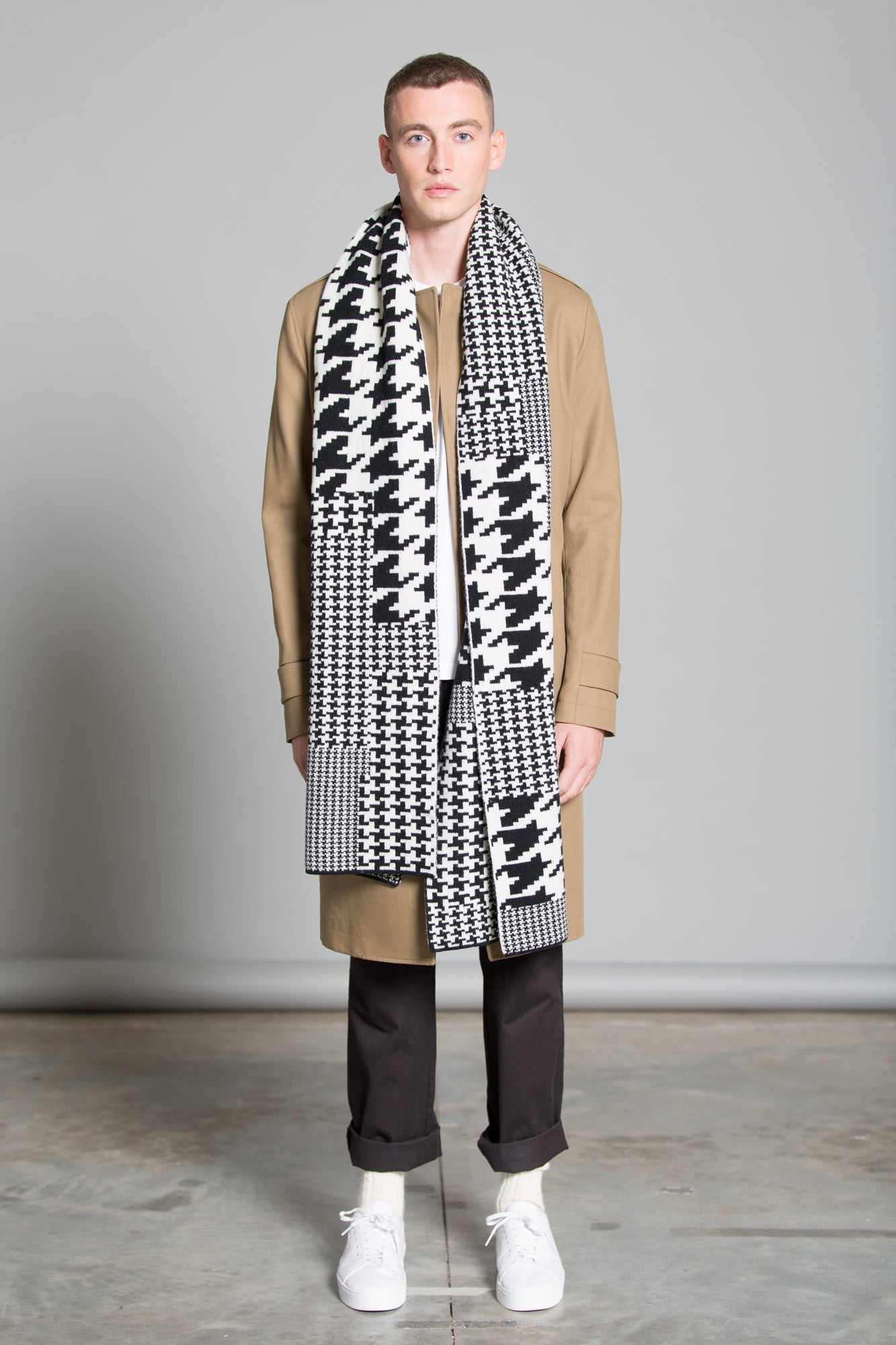 HOUNDSTOOTH BLANKET SCARF BLACK WHITE - GREEN THOMAS