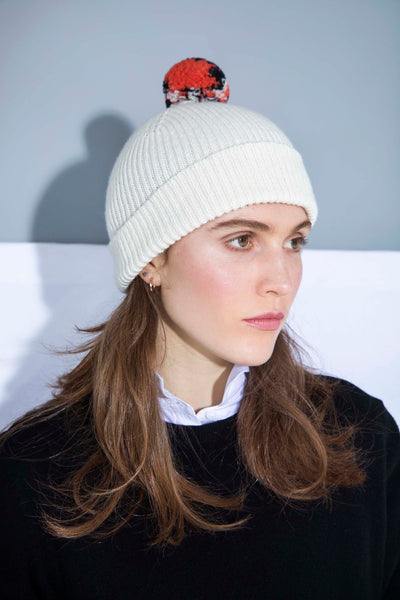 WHITE BOBBLE HAT WITH POM POM