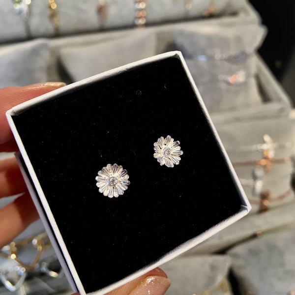 Dainty flower stud earrings