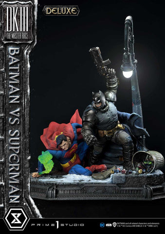 PRE-ORDER: Prime 1 Ultimate Masterline Batman:The Dark Knight Returns (Comics) Batman versus Superman DX Bonus Version Diorama