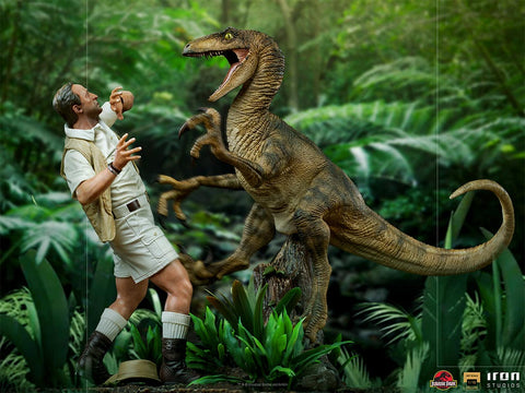 PRE-ORDER: Iron Studios Jurassic Park Clever Girl Deluxe Art Scale 1/10 Statue