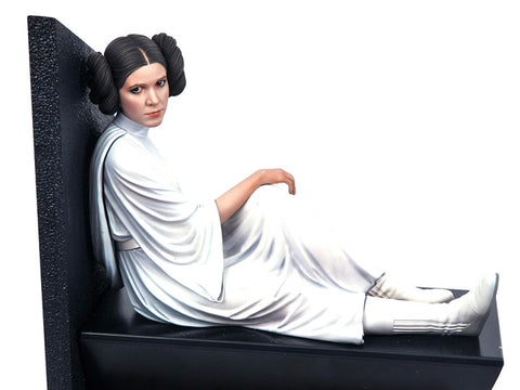 PRE-ORDER: Diamond Select Star Wars Milestones A New Hope Leia Statue 1:6 Scale Statue