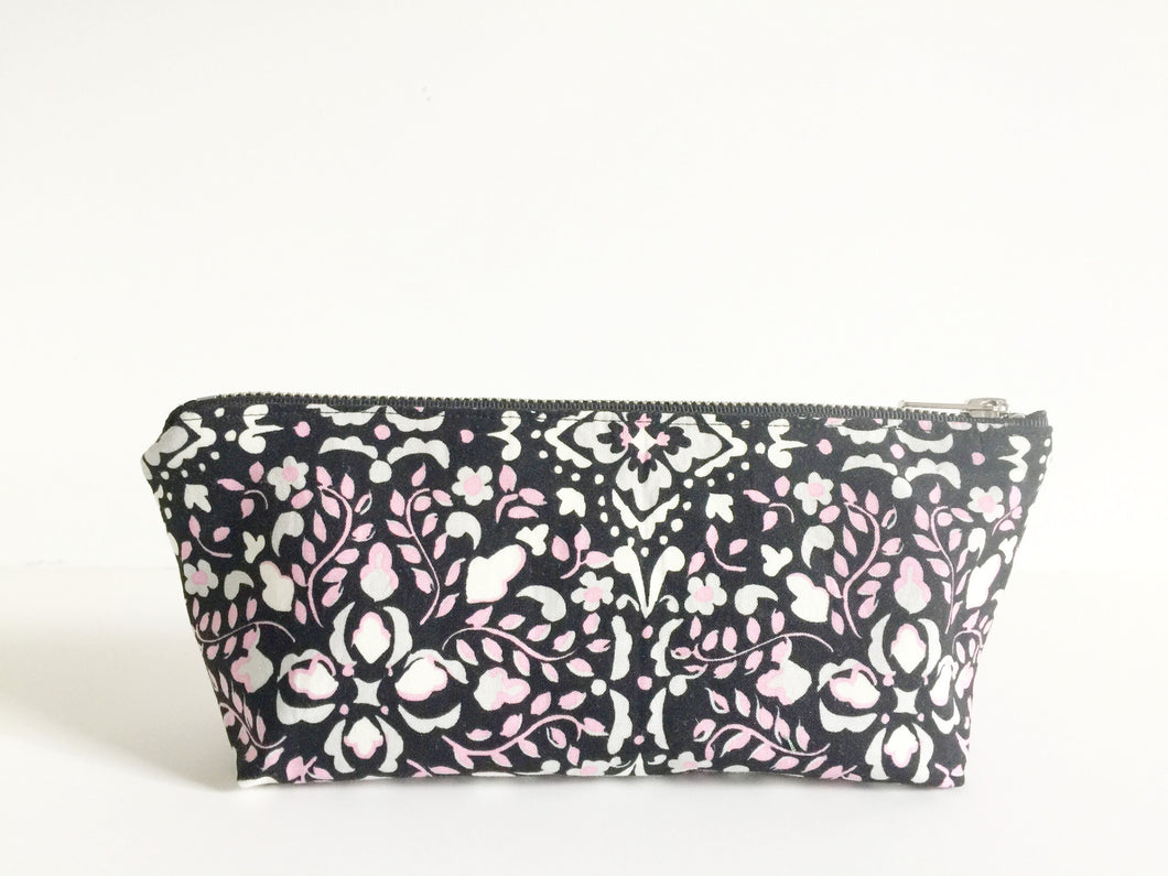 Black and White Swirls Essential Oil Bag