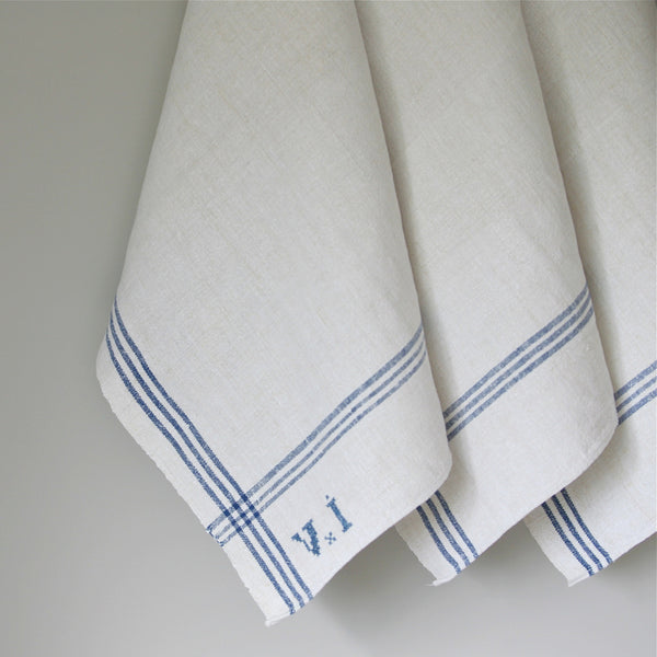At mainlinen, we offer an extensive range of affordable towelling to suit your needs – from face washers, hand towels, bath mats, bath towels, commercial tea towels, right through to hairdressing towels that are specially designed to resist bleach and peroxide.