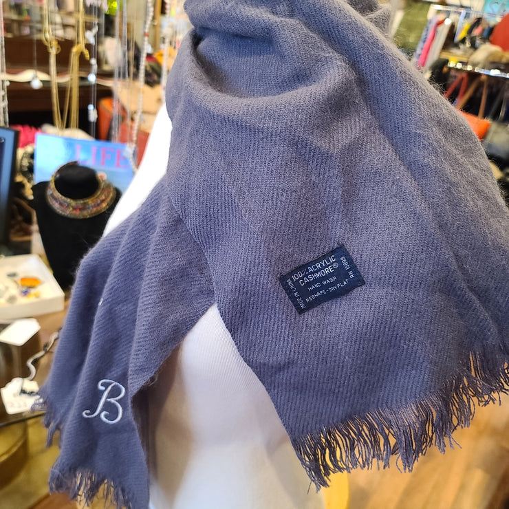 "CASHMORE Grey ""B"" Short Scarf - PopRock Vintage. The cool quotes t-shirt store."