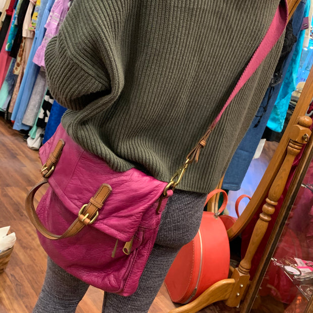 FOSSIL Fold-over Pink Leather Crossbody Bag - PopRock Vintage. The cool quotes t-shirt store.