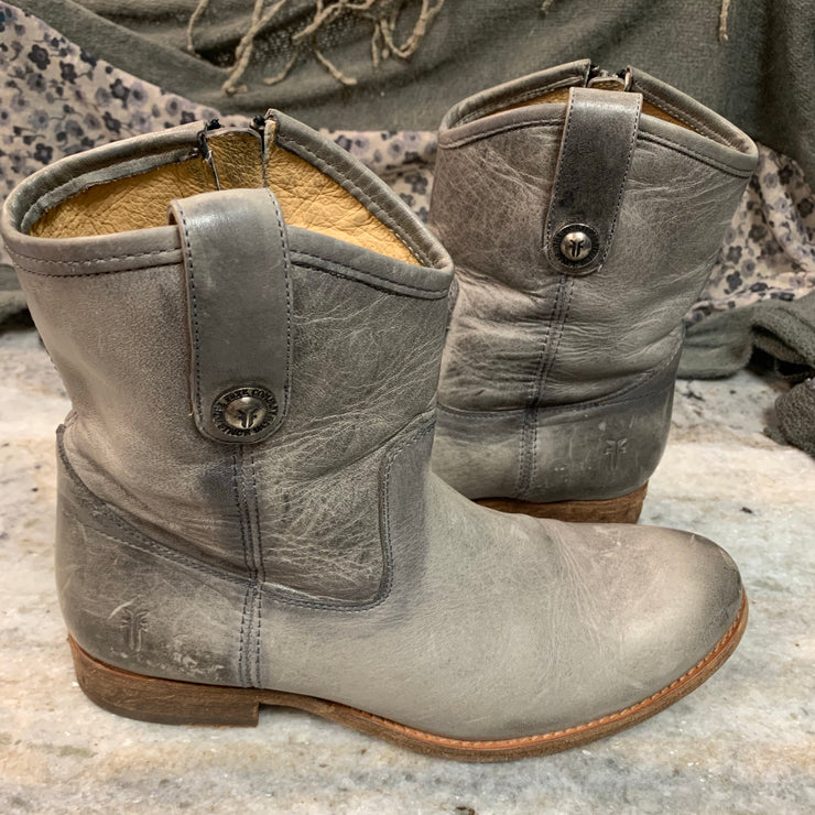 FRYE BOOTS Ice Gray 8.5 - PopRock Vintage. The cool quotes t-shirt store.