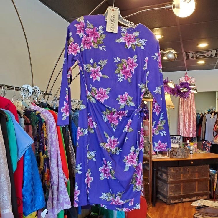 Vintage 1980s purple floral wrap dress M - PopRock Vintage. The cool quotes t-shirt store.