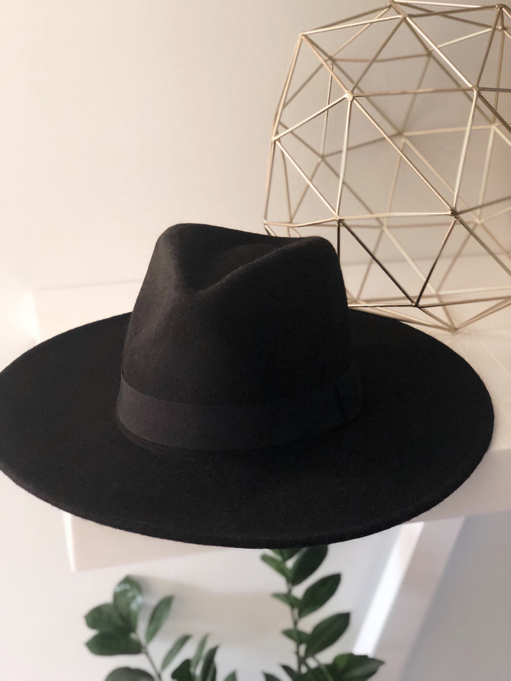 RAVEN WIDE BRIM HAT (Black)