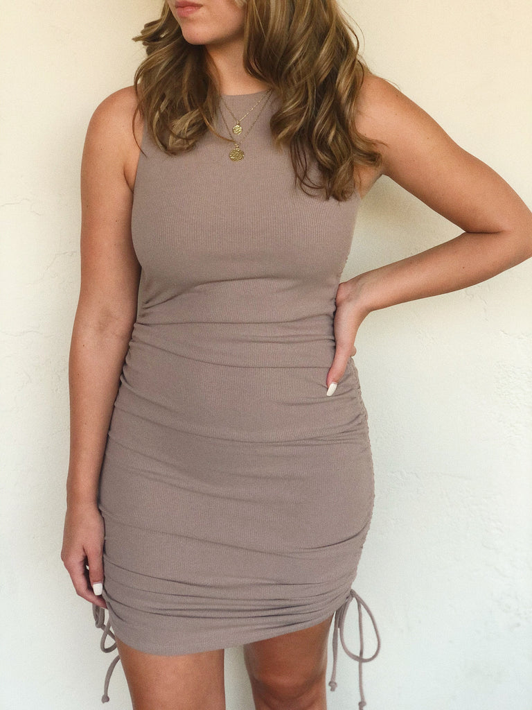 ASHBURY DOUBLE FRONT RUCHED DRESS (Mocha)