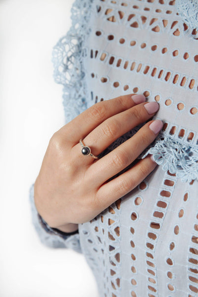 Black Pearl Fine Band Ring - Inaya Jewelry