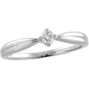 1/10 CTTW Diamond Ring in 14k White Gold (Size 6 )
