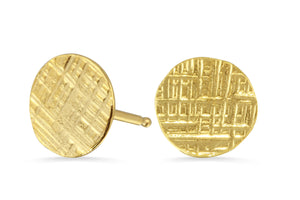 14K gold hammered circle stud earrings - crosshatched
