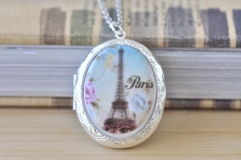 Large Oval Locket with Ceramic Cameo - Paris Eiffel Tower