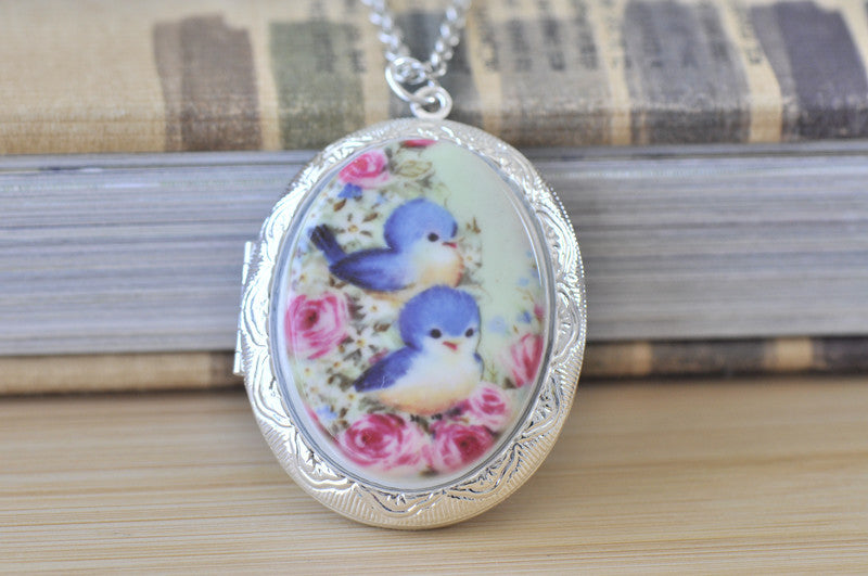 Large Oval Locket with Ceramic Cameo - Vintage Birds BFF