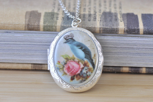 Large Oval Locket with Ceramic Cameo - Vintage Queen Bird