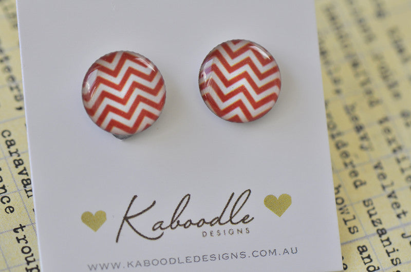 Handmade Artwork Royal Red and White Chevron Stud Earrings - ER401