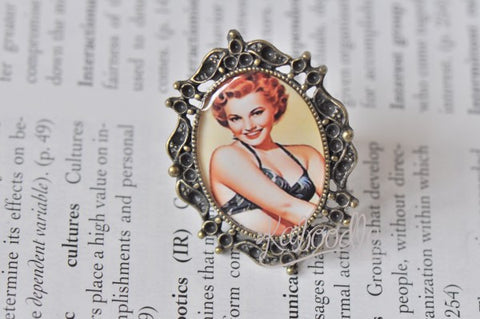 Betty - Vintage Pinup Girl Ring