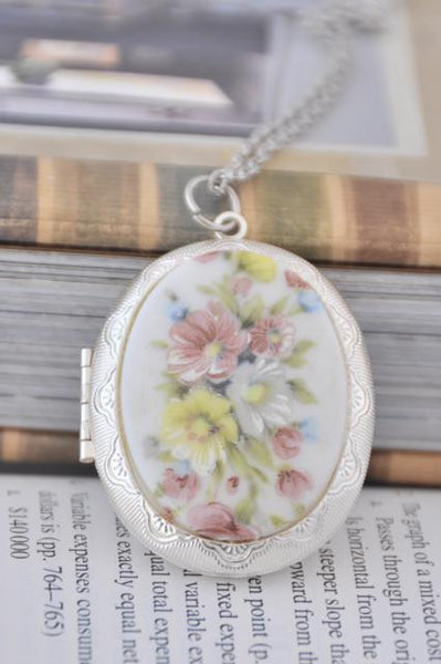 Shabby Chic Oval Flower Locket Necklace