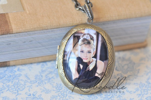 Style Like Audrey - Large Oval Locket