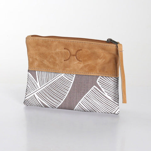 Thandana Pouch - Shelly Beach - white
