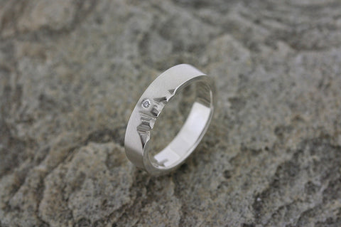 Highland Flat Ring with Diamond