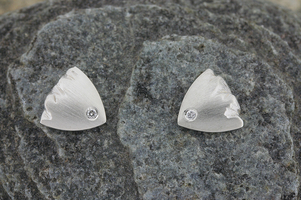 Highland Triangular Earring with Diamond