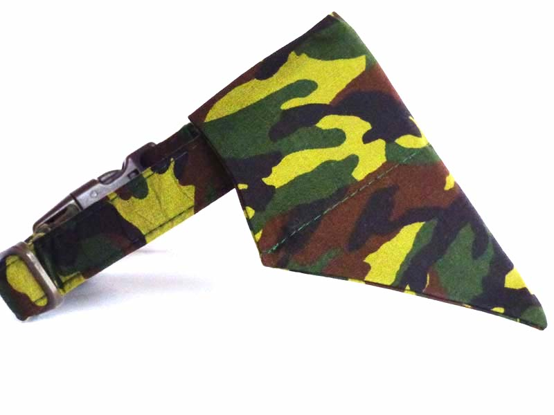 "Dog & Cat Bandana ""Camo"" by Mabel & Mu"
