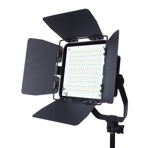 StudioPRO Premium Spot Daylight LED Rectangle With Barndoors