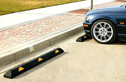 "Rubber Parking Curb 6'x6""x4"" - Yellow Reflector"