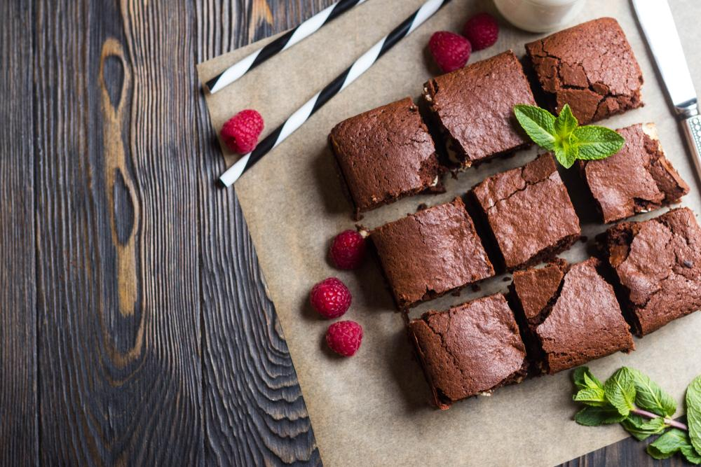 The Best Low Carb Dark Chocolate High Protein Brownies (RAW & Vegan)