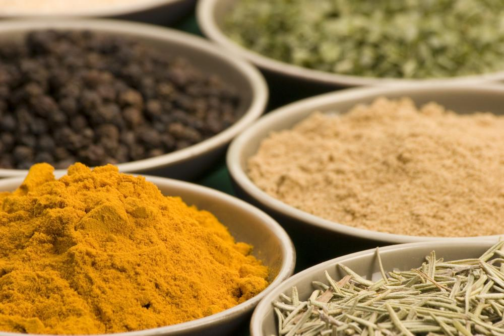 What Happens To Your Body When You Combine Turmeric And Black Pepper