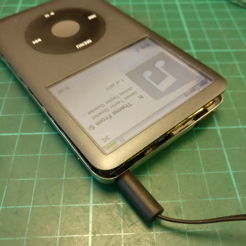 ipod classic headphone from one ear.