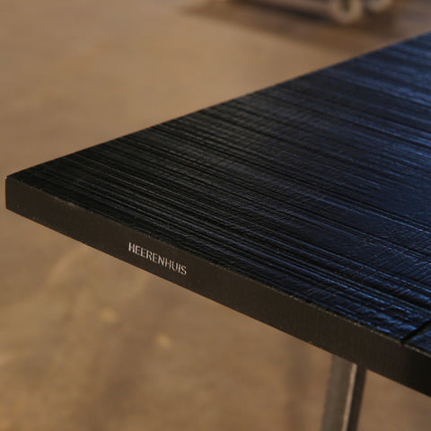 Mesa Nero table