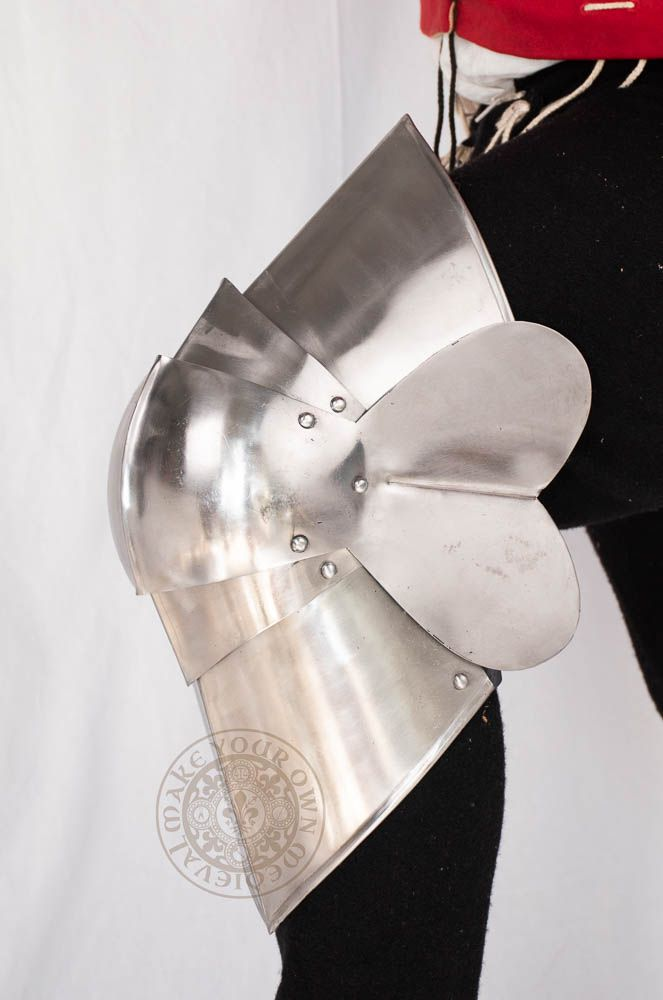 14th century Medieval knee plate armour  for reenactment combat