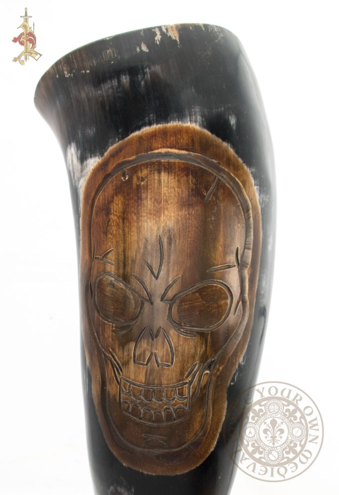 Drinking horn with skull pirate design