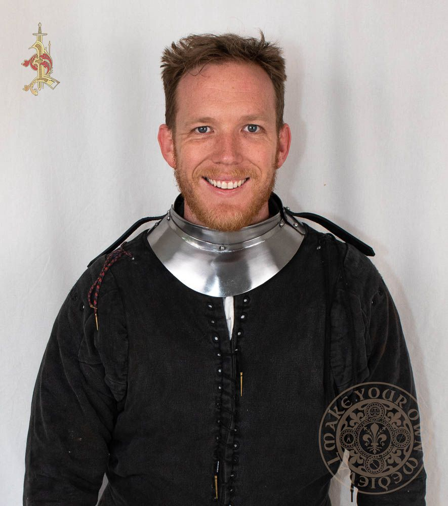 Plate armour gorget for neck protection