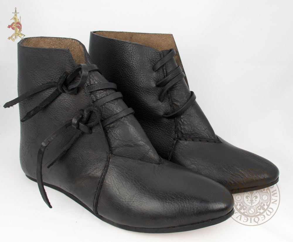 Renaissance leather shoes in black with ties